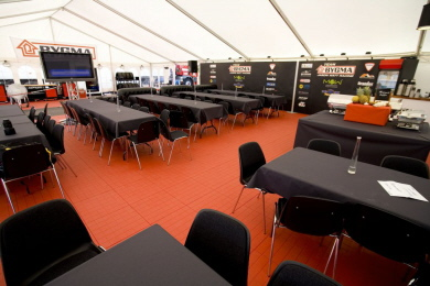 Catering im EXPO-tent Zeltboden in der Farbe rot
